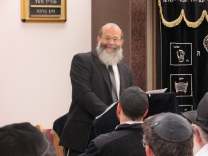 Rav Avraham Baruch Zachariash giving a shiur